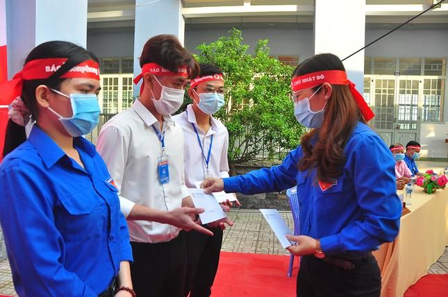 Hàng trăm bạn trẻ tham gia hiến máu tại trường ĐH Đồng Tháp ảnh 11