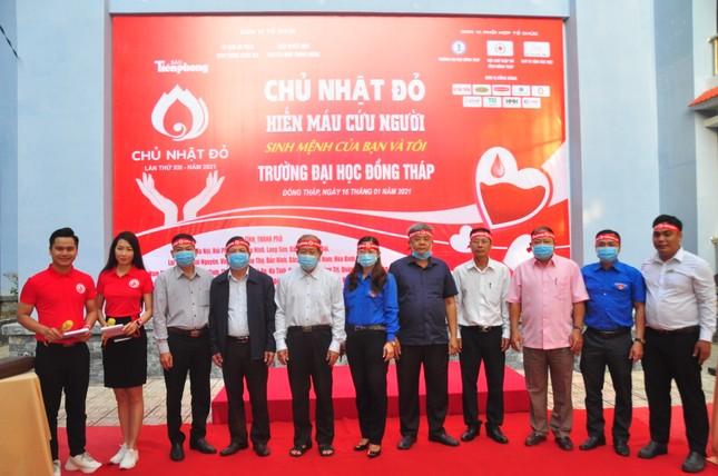 Hàng trăm bạn trẻ tham gia hiến máu tại trường ĐH Đồng Tháp ảnh 6