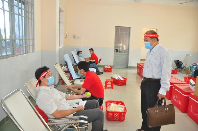 Hàng trăm bạn trẻ tham gia hiến máu tại trường ĐH Đồng Tháp ảnh 8