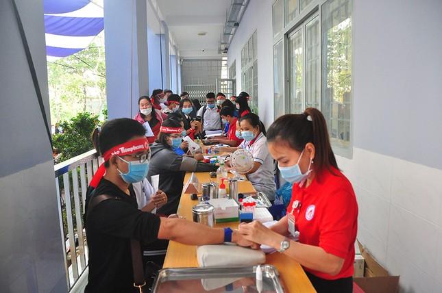 Hàng trăm bạn trẻ tham gia hiến máu tại trường ĐH Đồng Tháp ảnh 14