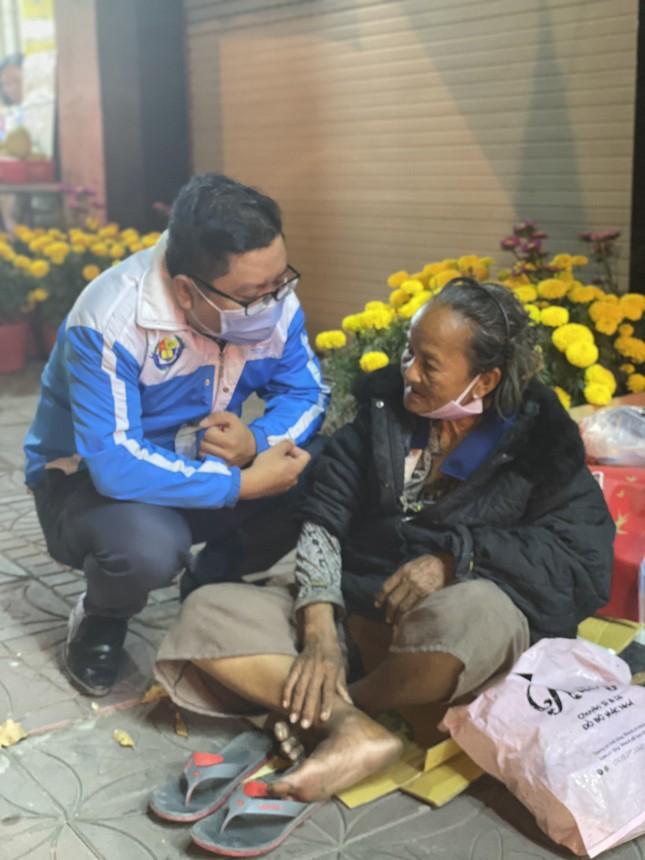 Ấm áp những phần quà dành tặng người nghèo đón Tết ảnh 7