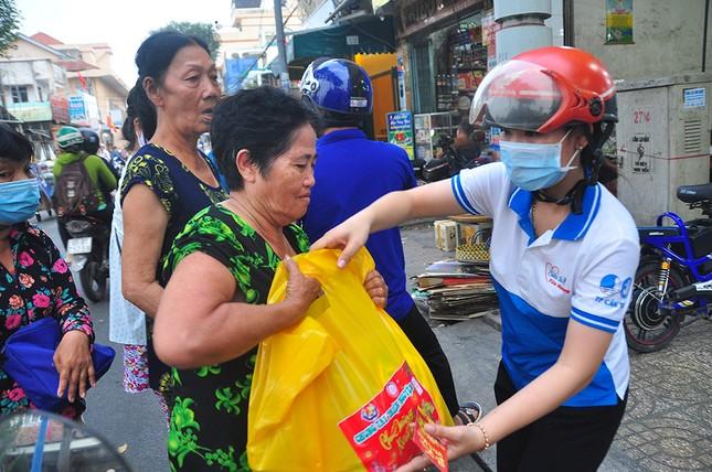 Ấm áp những phần quà dành tặng người nghèo đón Tết ảnh 5