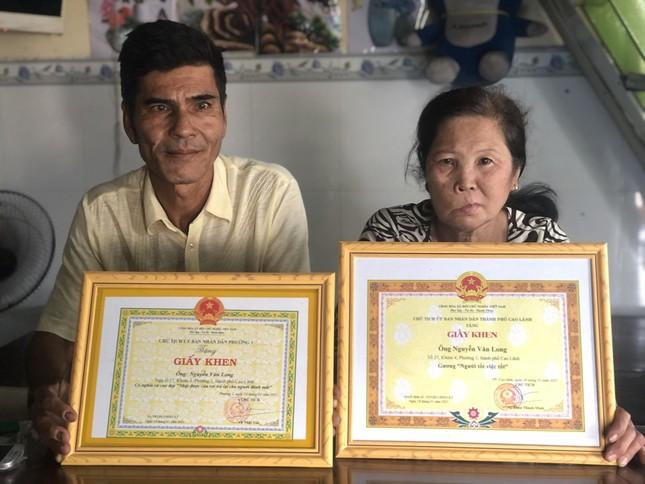 Chủ tịch tỉnh Đồng Tháp khen người nhặt ve chai trả lại gần 1 tỷ cho người đánh mất ảnh 1