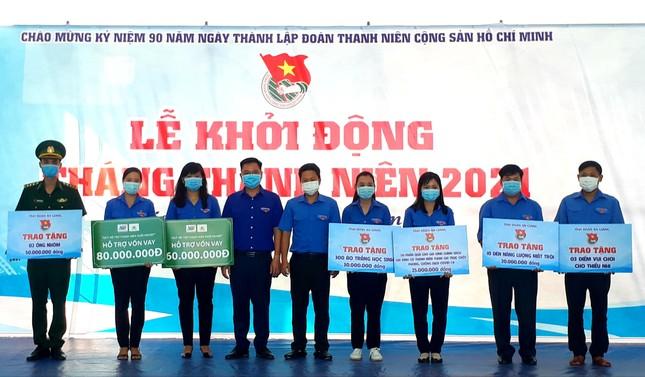 Gần 400 triệu đồng hỗ trợ an sinh xã hội trong ngày ra quân Tháng thanh niên ảnh 1