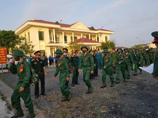 Gần 5.000 tân binh TPHCM, thanh niên ĐBSCL hăng hái lên đường bảo vệ Tổ quốc ảnh 34