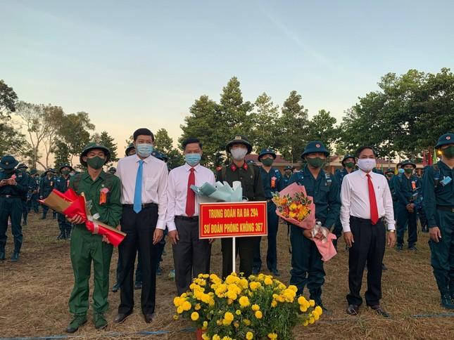 Gần 5.000 tân binh TPHCM, thanh niên ĐBSCL hăng hái lên đường bảo vệ Tổ quốc ảnh 27