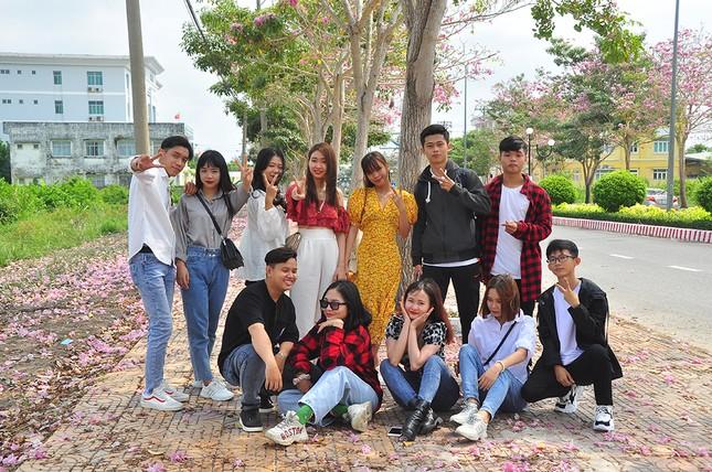 Con đường hoa kèn hồng ở miền Tây lung linh như phim Hàn thu hút giới trẻ ảnh 10