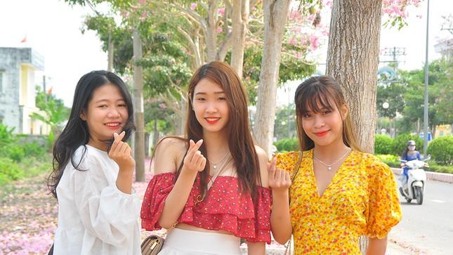 Con đường hoa kèn hồng ở miền Tây lung linh như phim Hàn thu hút giới trẻ ảnh 8
