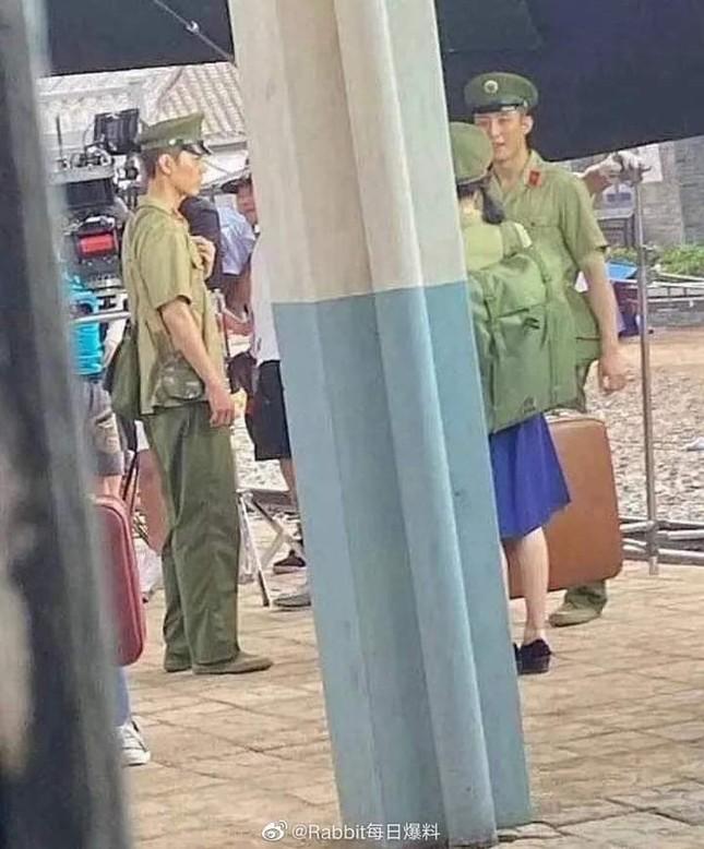 Tiêu Chiến tái xuất sau lùm xùm, nghi vấn hợp tác cùng Hoàng Cảnh Du trong phim mới ảnh 2