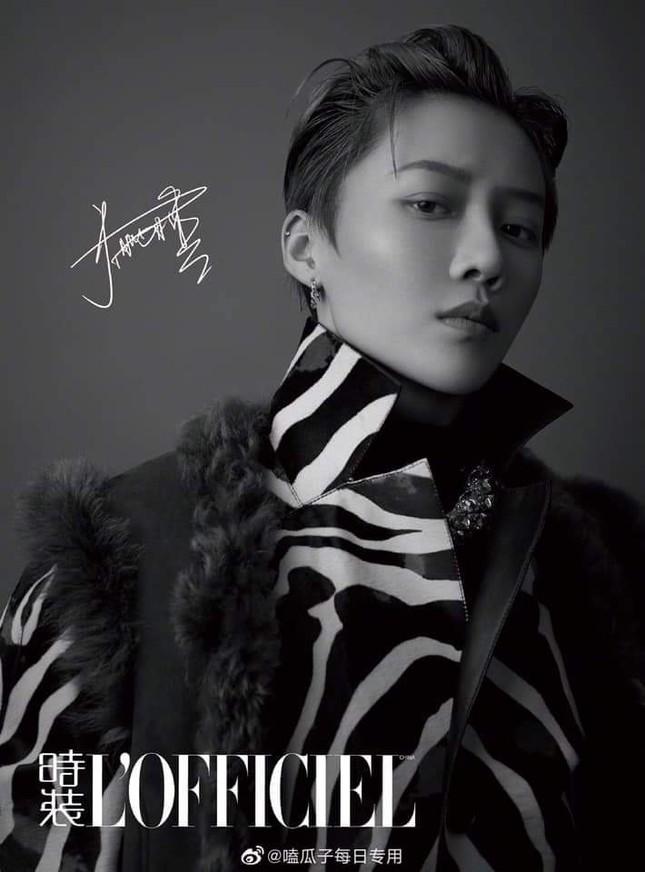 Mới debut, Lưu Vũ Hân (THE9) đã là gương mặt trang bìa tháng 10 của tạp chí L'OFFICIEL ảnh 1