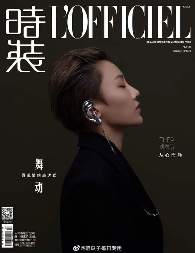 Mới debut, Lưu Vũ Hân (THE9) đã là gương mặt trang bìa tháng 10 của tạp chí L'OFFICIEL ảnh 4