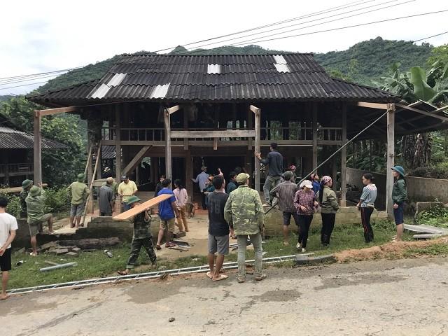 Đi bộ hàng chục km để cứu trợ người dân vùng lũ Thanh Hóa ảnh 2