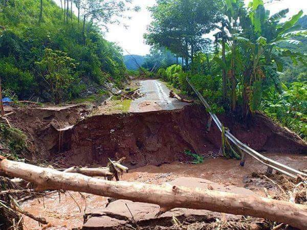 Đi bộ hàng chục km để cứu trợ người dân vùng lũ Thanh Hóa ảnh 6