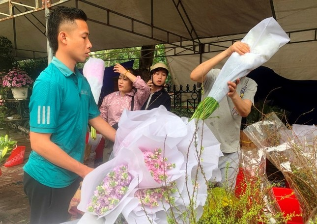 Hoa lạ, hoa giả được săn đón ở Thanh Hóa ảnh 6