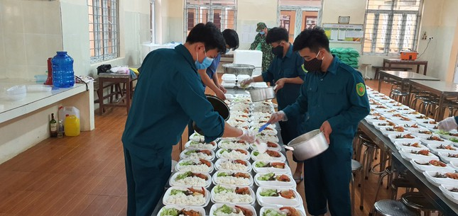 Cận cảnh bếp ăn phục vụ người Việt từ Lào về cách ly ở huyện Quan Sơn ảnh 8