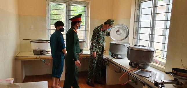 Cận cảnh bếp ăn phục vụ người Việt từ Lào về cách ly ở huyện Quan Sơn ảnh 5