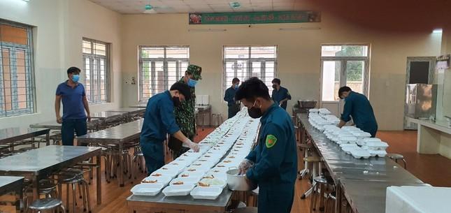 Cận cảnh bếp ăn phục vụ người Việt từ Lào về cách ly ở huyện Quan Sơn ảnh 7