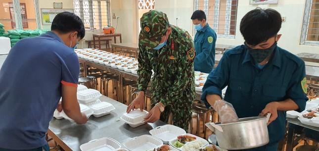 Cận cảnh bếp ăn phục vụ người Việt từ Lào về cách ly ở huyện Quan Sơn ảnh 6