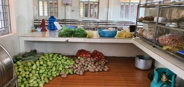 Cận cảnh bếp ăn phục vụ người Việt từ Lào về cách ly ở huyện Quan Sơn ảnh 2