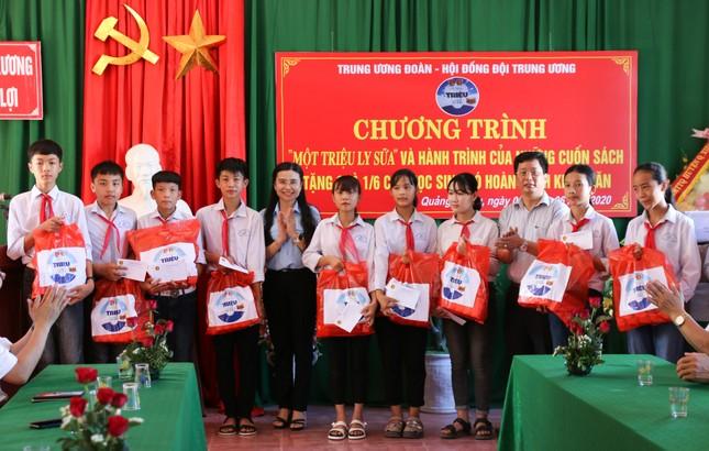 Trung ương Đoàn, Hội Đồng đội Trung ương tặng quà cho trẻ có hoàn cảnh khó khăn ảnh 3