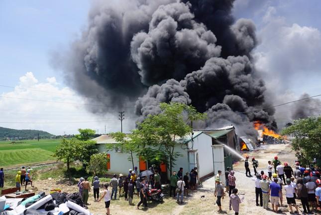 Thanh Hóa: Cháy lớn tại khu công nghiệp Tây Bắc Ga ảnh 1