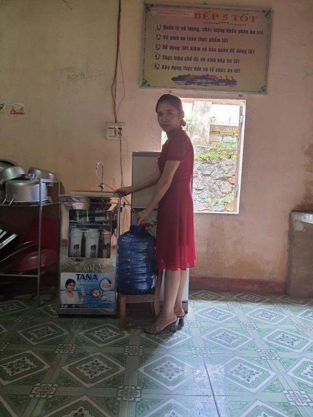 Hàng chục máy lọc nước sạch về với trẻ em vùng núi Thanh Hoá ảnh 4