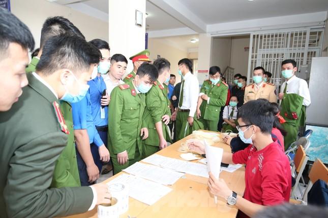 Gần 200 cán bộ, chiến sỹ công an tỉnh Thanh Hoá tham gia ngày hội Chủ nhật Đỏ ảnh 8