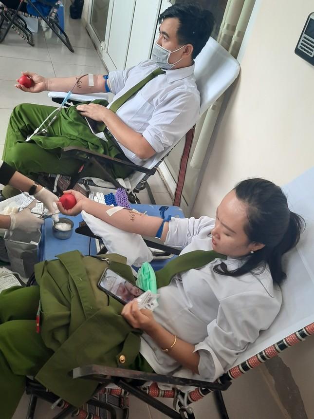 Gần 200 cán bộ, chiến sỹ công an tỉnh Thanh Hoá tham gia ngày hội Chủ nhật Đỏ ảnh 4