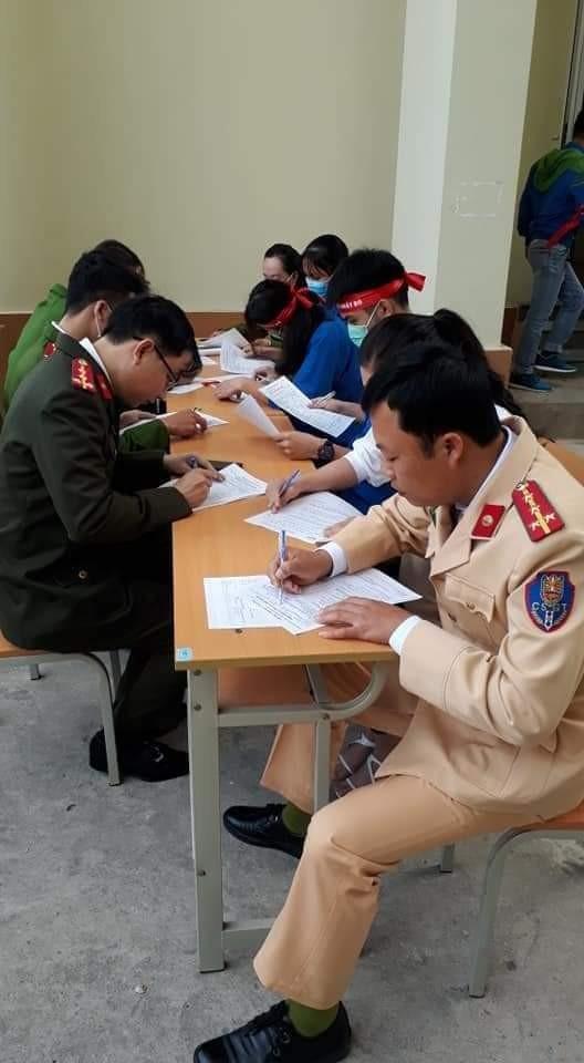 Gần 200 cán bộ, chiến sỹ công an tỉnh Thanh Hoá tham gia ngày hội Chủ nhật Đỏ ảnh 6