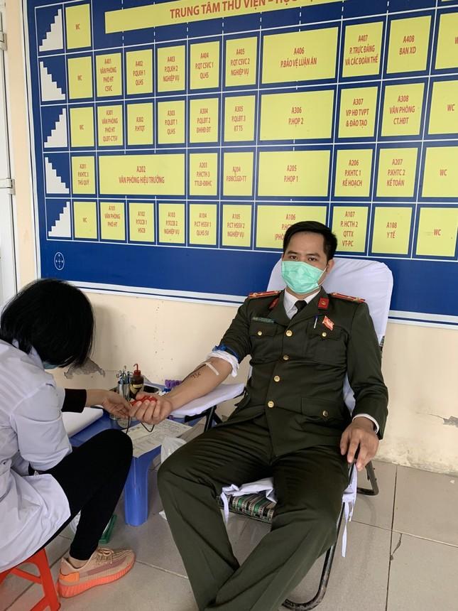 Gần 200 cán bộ, chiến sỹ công an tỉnh Thanh Hoá tham gia ngày hội Chủ nhật Đỏ ảnh 5