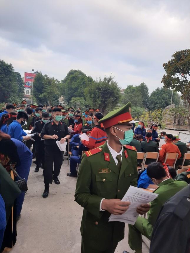 Gần 200 cán bộ, chiến sỹ công an tỉnh Thanh Hoá tham gia ngày hội Chủ nhật Đỏ ảnh 1