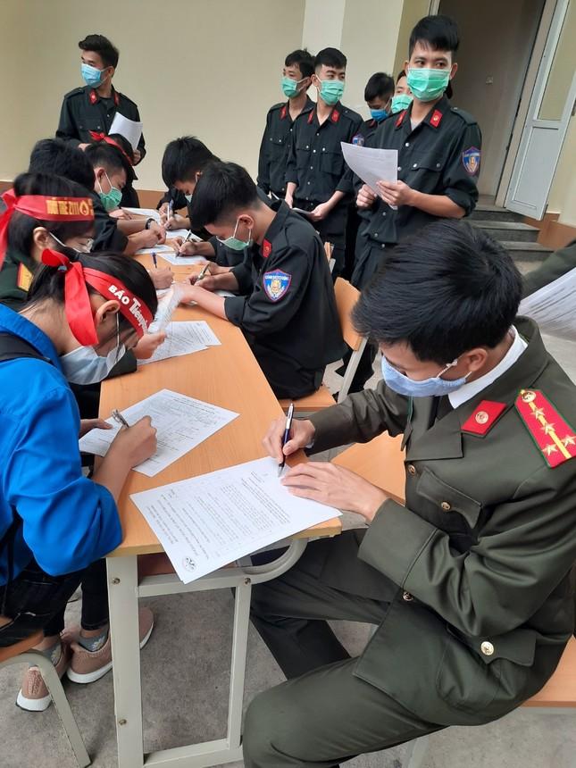 Gần 200 cán bộ, chiến sỹ công an tỉnh Thanh Hoá tham gia ngày hội Chủ nhật Đỏ ảnh 3