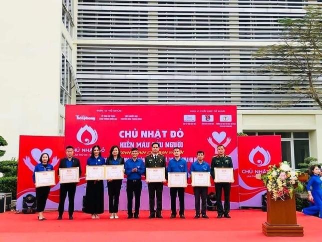 Gần 200 cán bộ, chiến sỹ công an tỉnh Thanh Hoá tham gia ngày hội Chủ nhật Đỏ ảnh 7