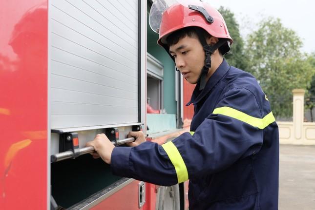 Chiến sĩ trẻ nhường bình dưỡng khí cứu người trong đám cháy ảnh 1