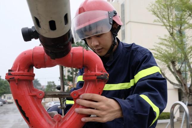 Chiến sĩ trẻ nhường bình dưỡng khí cứu người trong đám cháy ảnh 2