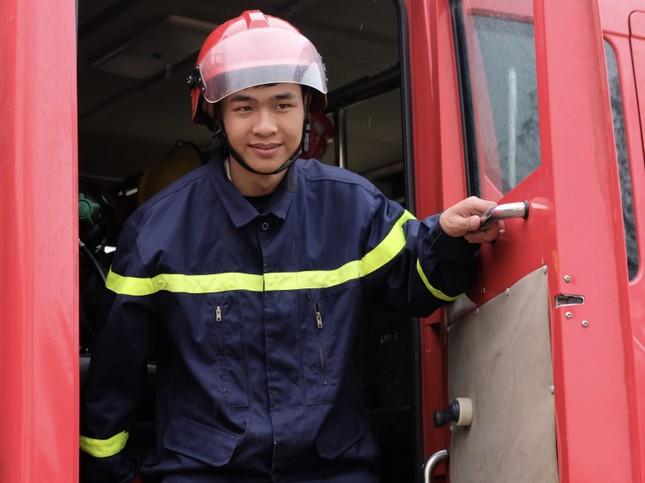 Chiến sĩ trẻ nhường bình dưỡng khí cứu người trong đám cháy ảnh 5