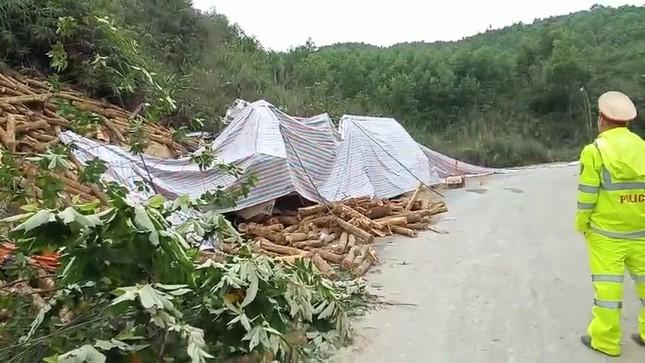 Vụ lật xe chở gỗ ở Thanh Hóa: Cả 7 người chết đều trong cabin? ảnh 2