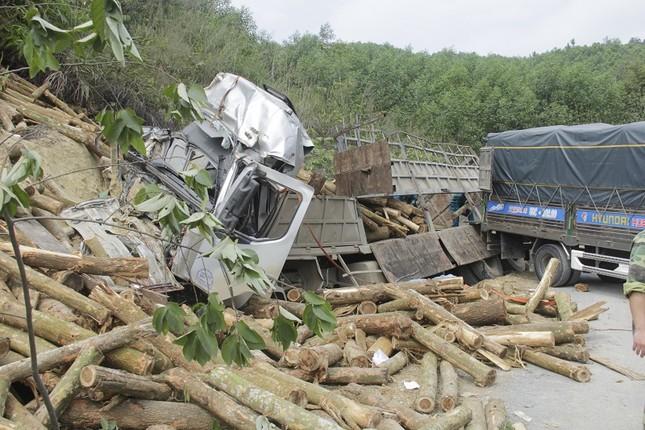 Vụ lật xe chở gỗ ở Thanh Hóa: Cả 7 người chết đều trong cabin? ảnh 1