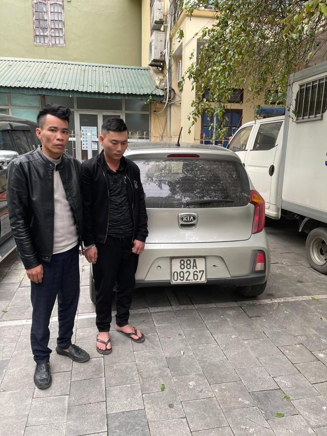 Hai kẻ bịt mặt đột nhập nhà vườn ở Thanh Hóa trộm lan đột biến tiền tỷ ảnh 1