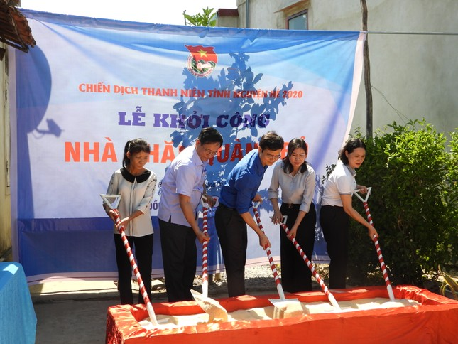 Trao 3.000 suất cơm đến bệnh nhân khó khăn tại Quảng Bình ảnh 2