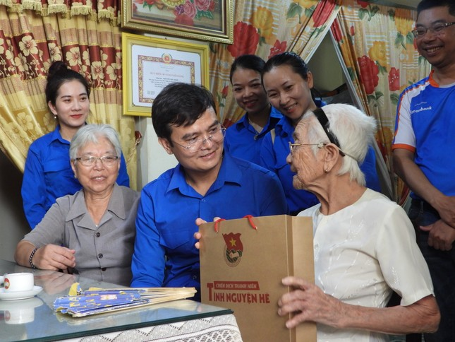 Trao 3.000 suất cơm đến bệnh nhân khó khăn tại Quảng Bình ảnh 4