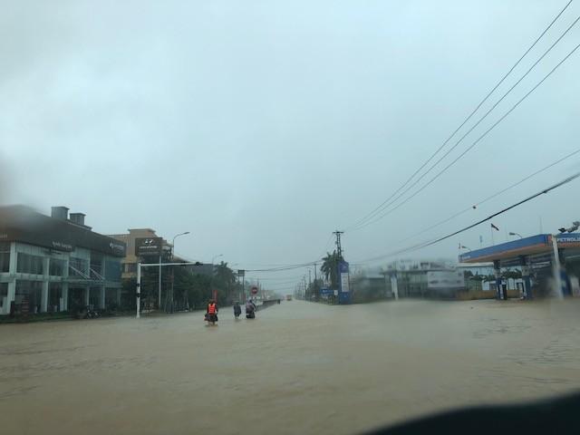 Nước lũ lần đầu tiên tấn công thành phố cửa biển Đồng Hới ảnh 3