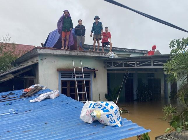 Đại hồng thuỷ nuốt chửng Quảng Bình trong đêm, khắp nơi người dân kêu cứu ảnh 2