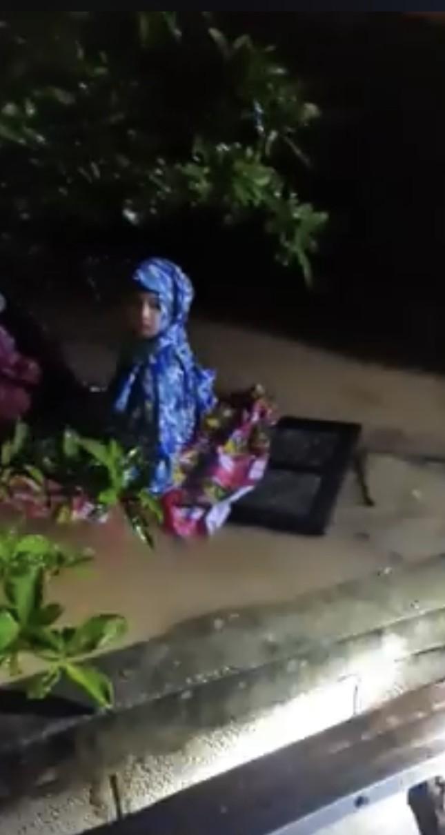 Đại hồng thuỷ nuốt chửng Quảng Bình trong đêm, khắp nơi người dân kêu cứu ảnh 6