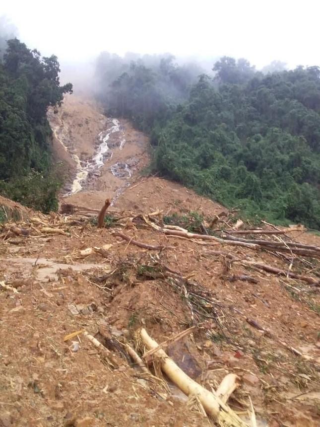 Quảng Bình: Sạt lở núi kinh hoàng, vùi lấp đồn biên phòng và xé toác QL 12A ảnh 5