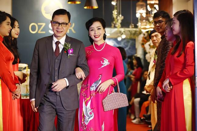 Nghệ sĩ Chiều Xuân khoe nhan sắc rạng rỡ trong tà áo dài ảnh 1