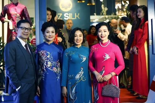 Nghệ sĩ Chiều Xuân khoe nhan sắc rạng rỡ trong tà áo dài ảnh 12