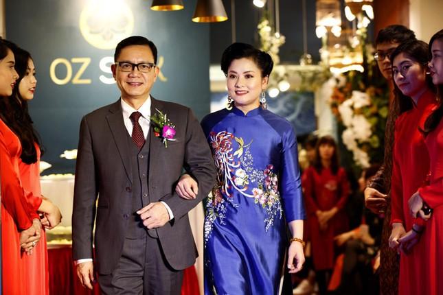 Nghệ sĩ Chiều Xuân khoe nhan sắc rạng rỡ trong tà áo dài ảnh 2