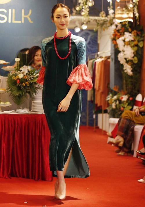 Nghệ sĩ Chiều Xuân khoe nhan sắc rạng rỡ trong tà áo dài ảnh 8