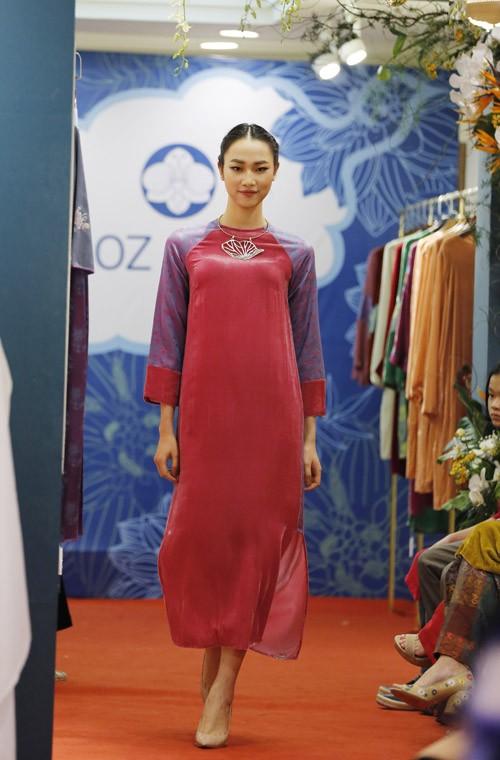 Nghệ sĩ Chiều Xuân khoe nhan sắc rạng rỡ trong tà áo dài ảnh 4